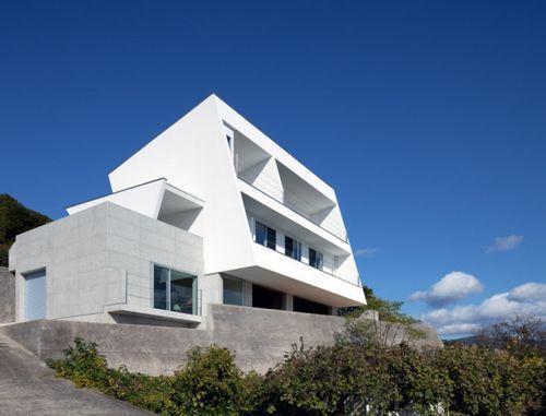 Дом на склоне I-house