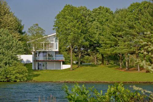 Дом с видом на озеро