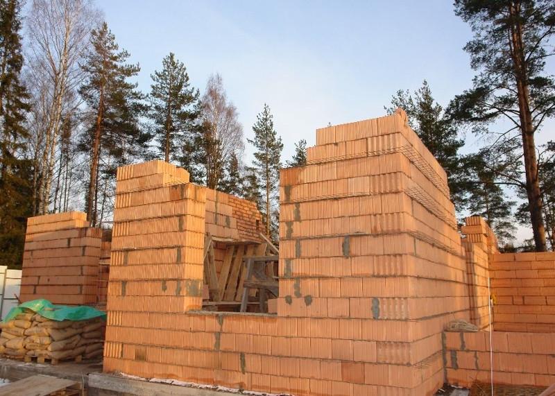 Из чего построить дом выгодно и удобно?