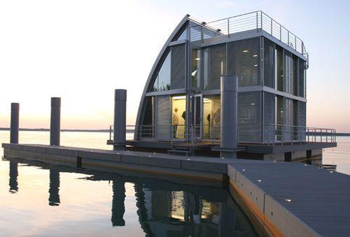 Модульный плавающий дом в Германии