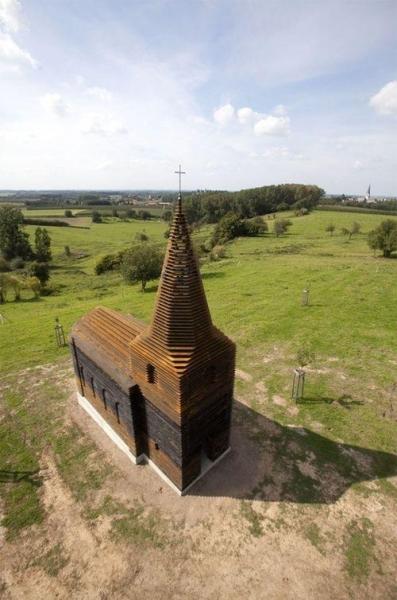 Стальная прозрачная церковь
