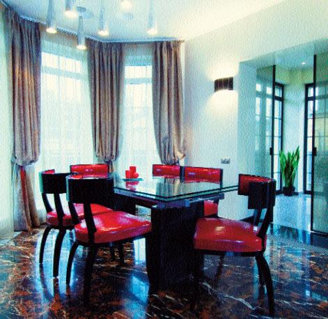 Вся мебель в интерьере класса interiors — эксклюзивная и подчеркнуто изящная. Акцент на стулья и их цвет