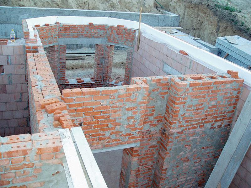 Утепляли только термически слабые места здания (перемычки, бетонные панели-перекрытия)