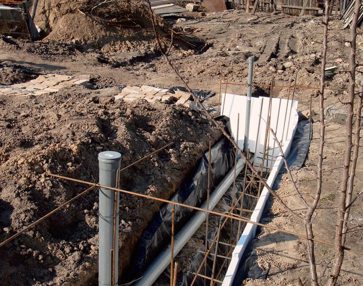 Установка канализационных и водопроводных труб