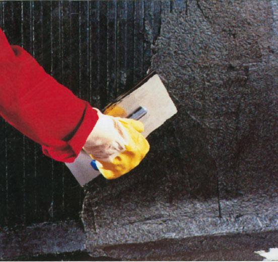 15. Наружные стены подвала: нанести грунтовку, потом битумную массу, штукатурка не нужна