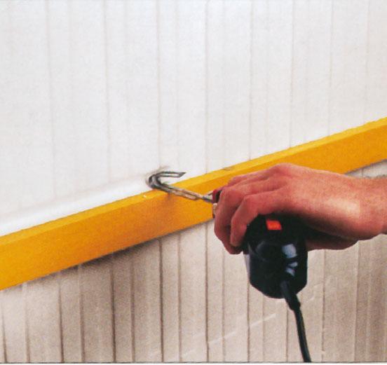 16. Желобки для электрики и сантехники можно вырезать с помощью горячего ножа Isorast