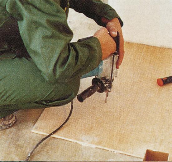 Крепление фанеры к стяжке (Фото:РУБЕЖАНСКИЙ ПАРКЕТ из архивов АСС-Медиа)