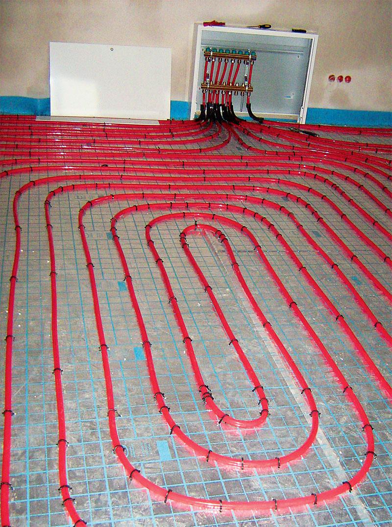 Контур, уложенный спиралью в форме меандра - для пространства пола узкого и длинного (Фото: ООО KAN)