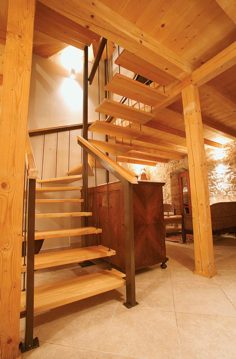Конструктивно простая деревянная лестница