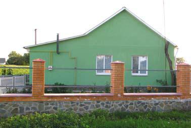 Новое ограждение вокруг дома (Фото: Ростислав Демидович)