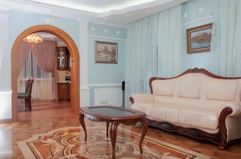 Дворцовый паркет обозначил еще один эстетический центр дома – гостиную