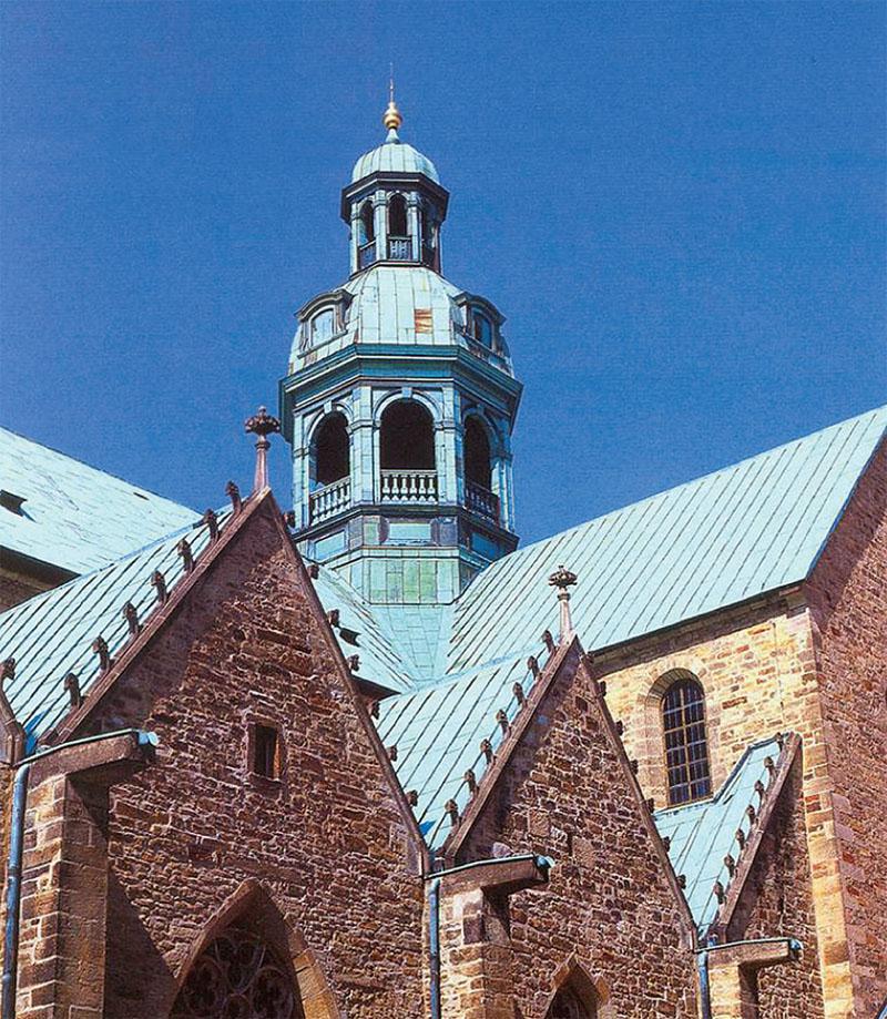 Этой кровле костела в Гильдесгейме (Германия) уже несколько сотен лет (Фото: KME)