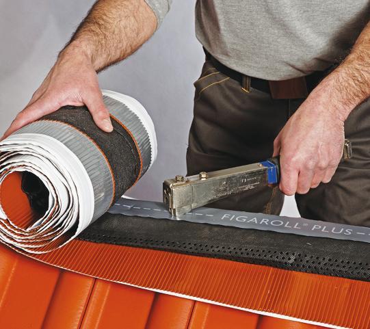 Шаг расчитывается так, чтобы гидроизоляционный ковер накрывал конек (Фото: БРААС и архив АСС-МЕДИА)