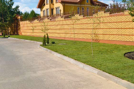 Забор из кирпича (Фото: Garden design)