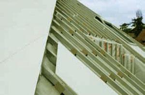 Фиксация панелей не жесткая, а плавающая, листы двигаются во всех направлениях, что не допускает деформации конструкции (Фото: DuPont)