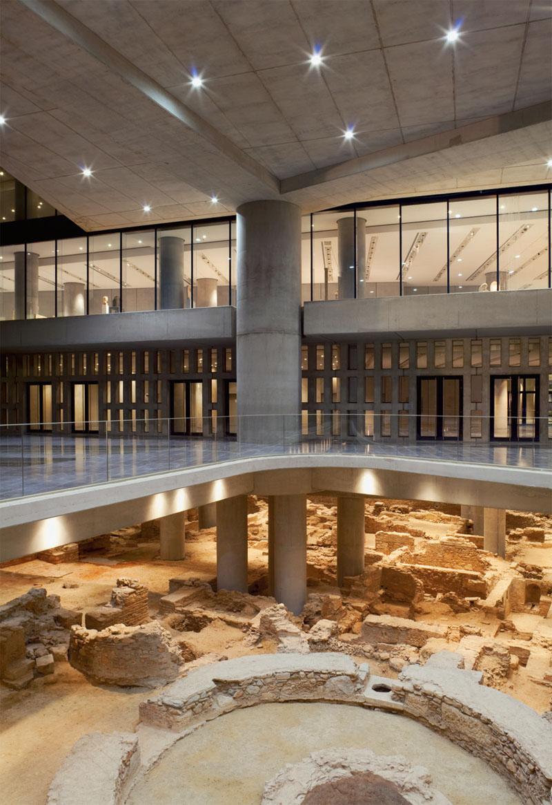 Вид на археологические раскопки древних Афин, составляющие нижний ярус здания (Фото: Peter Mauss/Esto)
