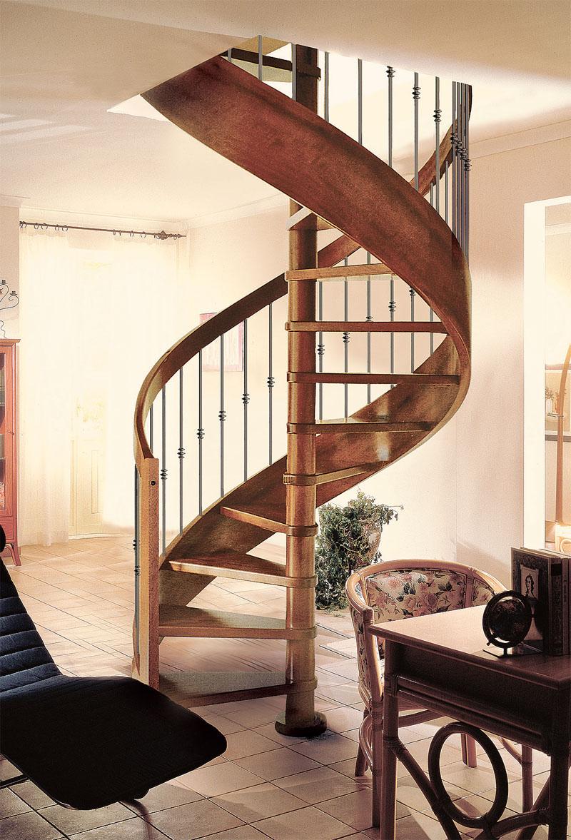 Винтовая лестница с забежными ступенями весьма эффектно выглядит