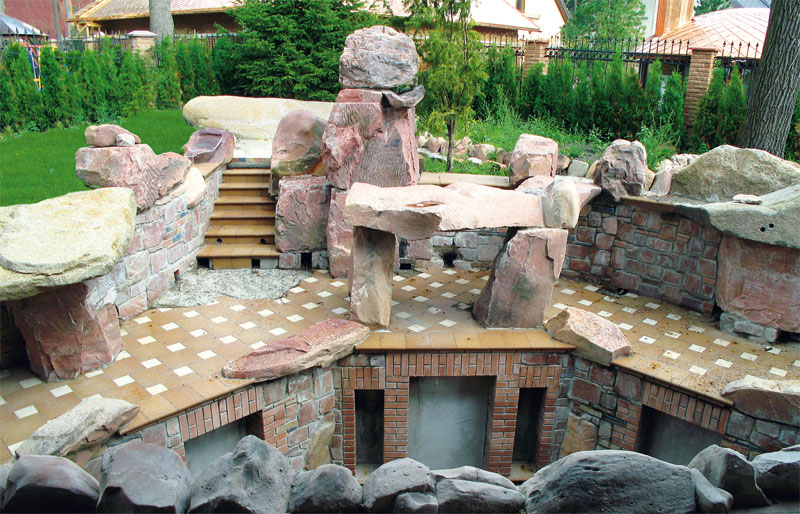 Единый ансамбль, состоящий из камня, воды и света, - та самая