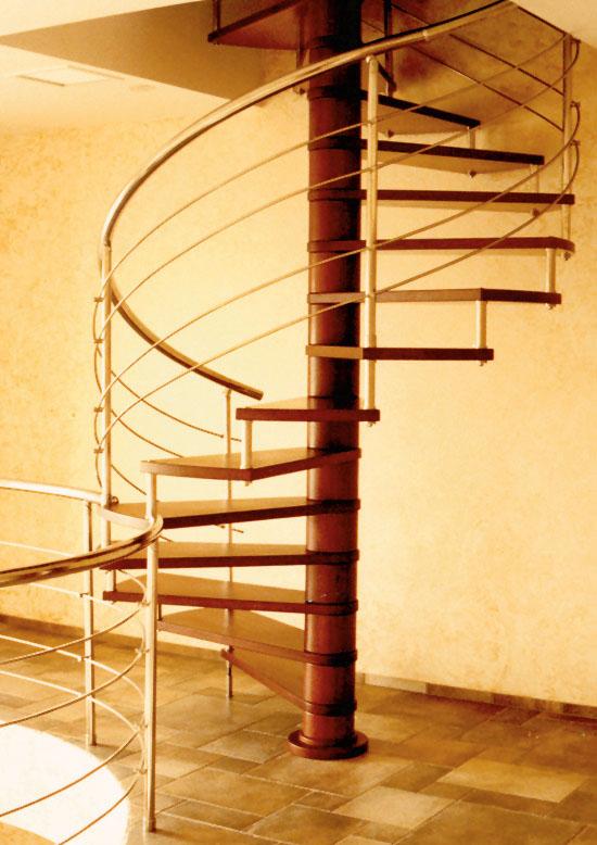 Винтовая лестница позволяет экономить пространство