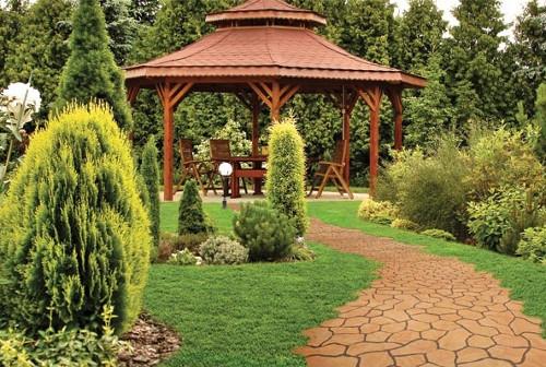 Секреты украшения сада: выбираем рукотворные элементы