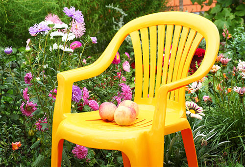 Как очистить садовую мебель?