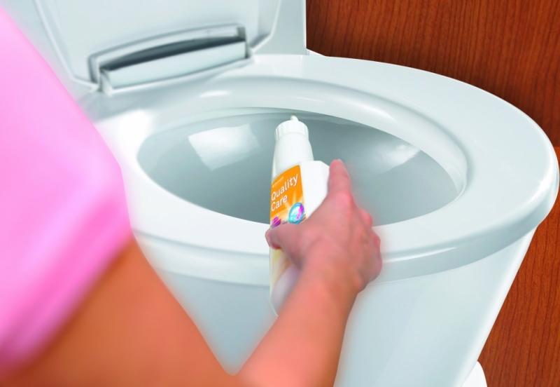 Как правильно прочистить канализационную трубу в туалете?