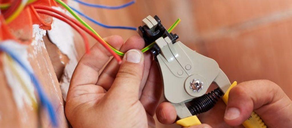 Проблемы с проводкой? Услуги электрика под ключ