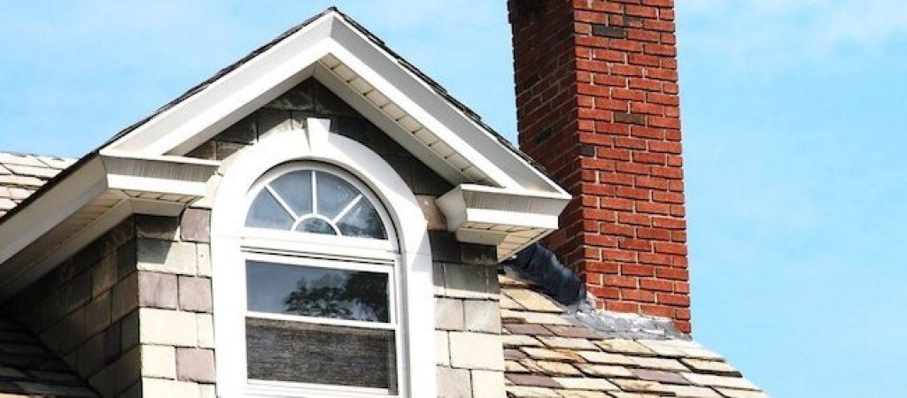 Где лучше всего поставить дымоход на крыше дома?