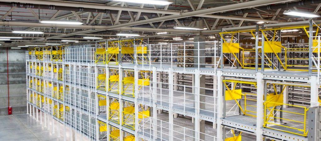 Мезонинные стеллажи – универсальное решение для склада